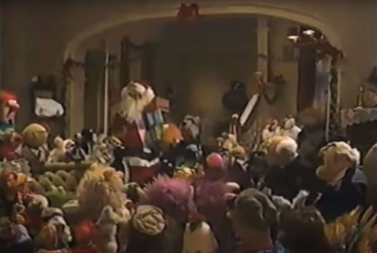 Terrible, fuzzy screencap from A Muppet Family Christmas
